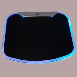Alfombrilla Hub USB de 4 puertos. Luz LED azul. Detalle del LED.